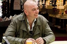 Tommy Wieringa op de koffie vanwege top-verkoop 'Dit zijn de namen' (Volledige set foto's)